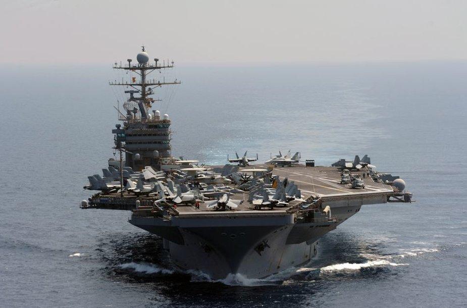 """""""Nimitz"""" tipo lėktuvnešis – didžiausias karinis laivas pasaulyje"""