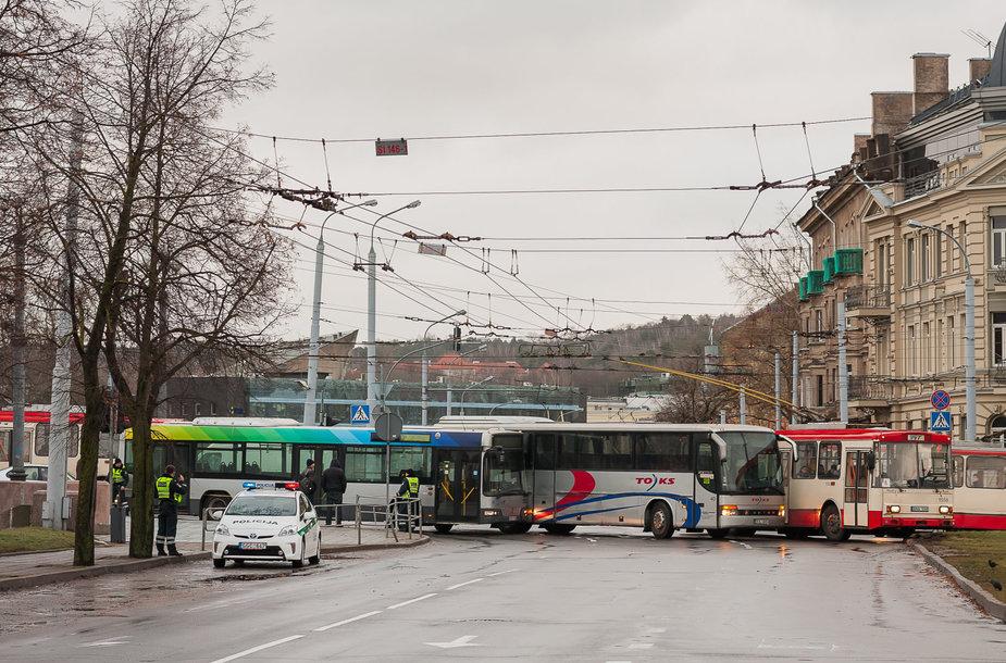 Autobusų avarija prie Žaliojo tilto Vilniuje