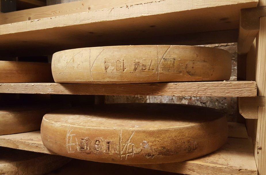 """Sūrių """"Comte"""" brandinimo cechas forte Saint Antoine"""