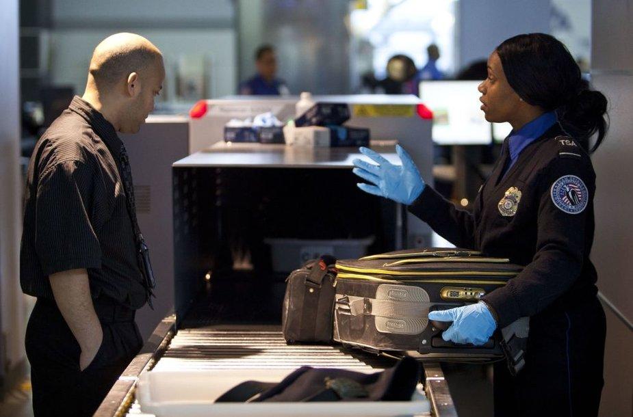 Keleivių patikra JAV oro uoste