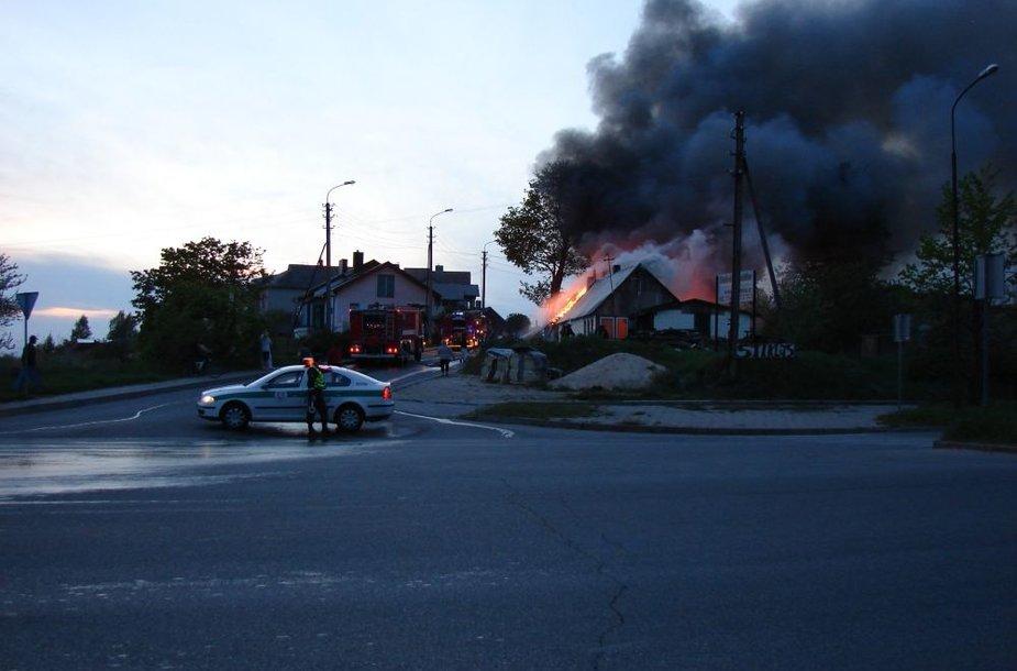 Ketvirtadienio vakarą Šiauliuose degė medinis namas.