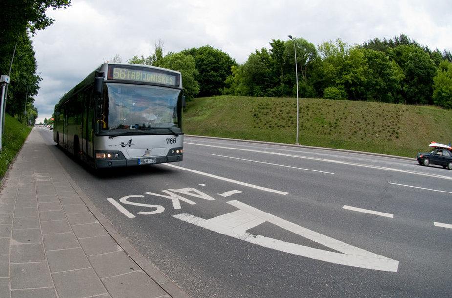 """Vadinamoji """"A"""" juosta yra skirta visuomeniniam transportui ir taksi automobiliams."""