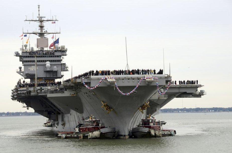 """Lėktuvnešis """"Enterprise"""" grįžo po paskutiniojo, 25-ojo žygio."""