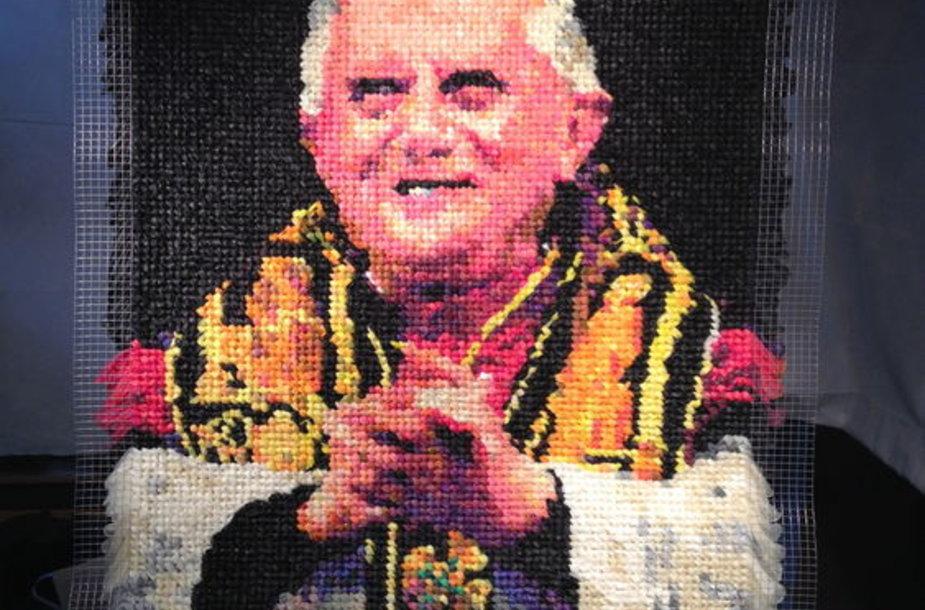 Popiežiaus Benedikto XVI portretas iš 17 tūkstančių prezervatyvų