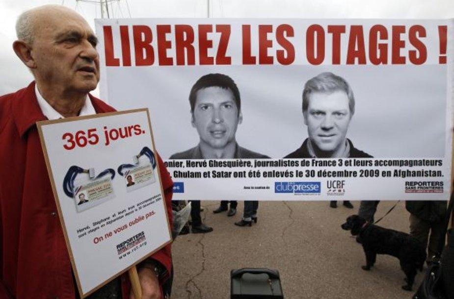 Du prancūzų žurnalistus – Herve Ghesquiere'ą ir Stephane'ą Taponier – jau metus nelaisvėje laiko Talibano kovotojai.
