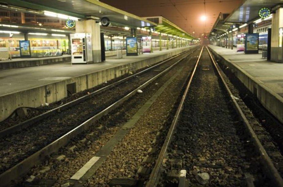 Tuščios traukinių platformos