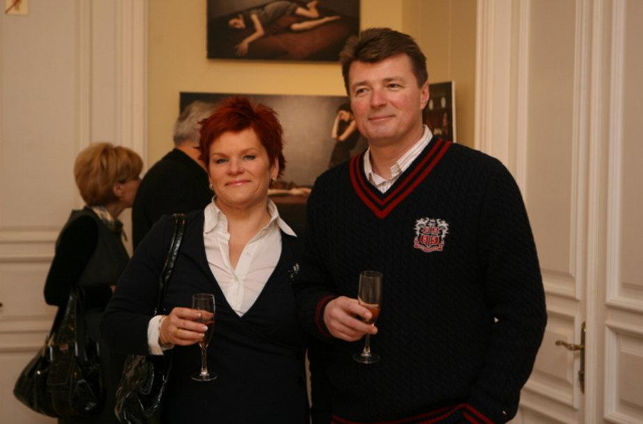 Į parodą atvyko aktorius Dalius Mertinas su žmona Laima.