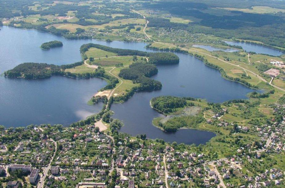 Zarasai, dar vadinami miestu ant septynių ežerų, kviečia pasitikti rudenį gamtos ir vandens apsuptyje.