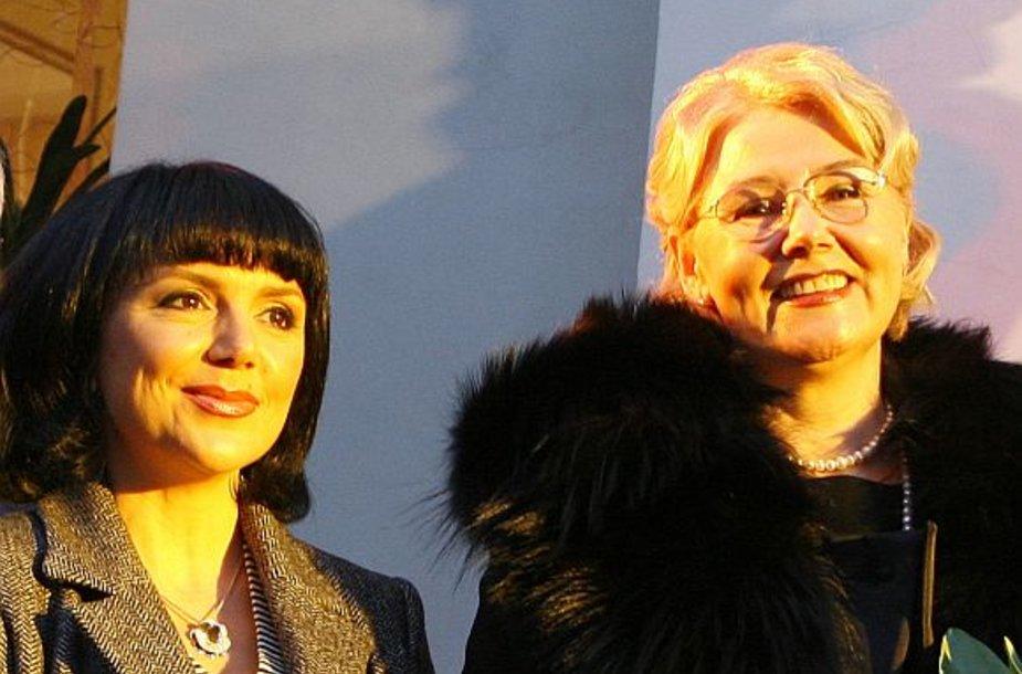 V.Kastujevai ir R.Repčenkienei priklauso po pusė įmonės akcijų.