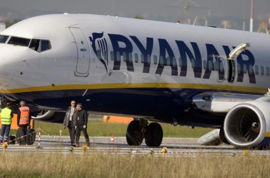 """""""Ryanair"""" kompanija garsėja pigiais skrydžiais ir dažnais nesklandumais."""