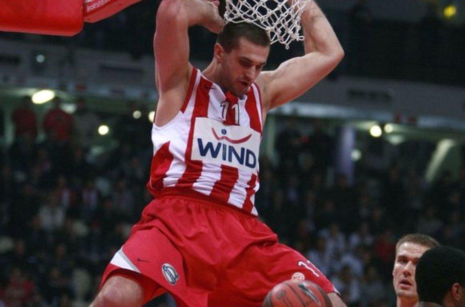 """L.Kleiza ir """"Olympiacos"""" nesunkiai įveikė svečius iš Rusijos"""
