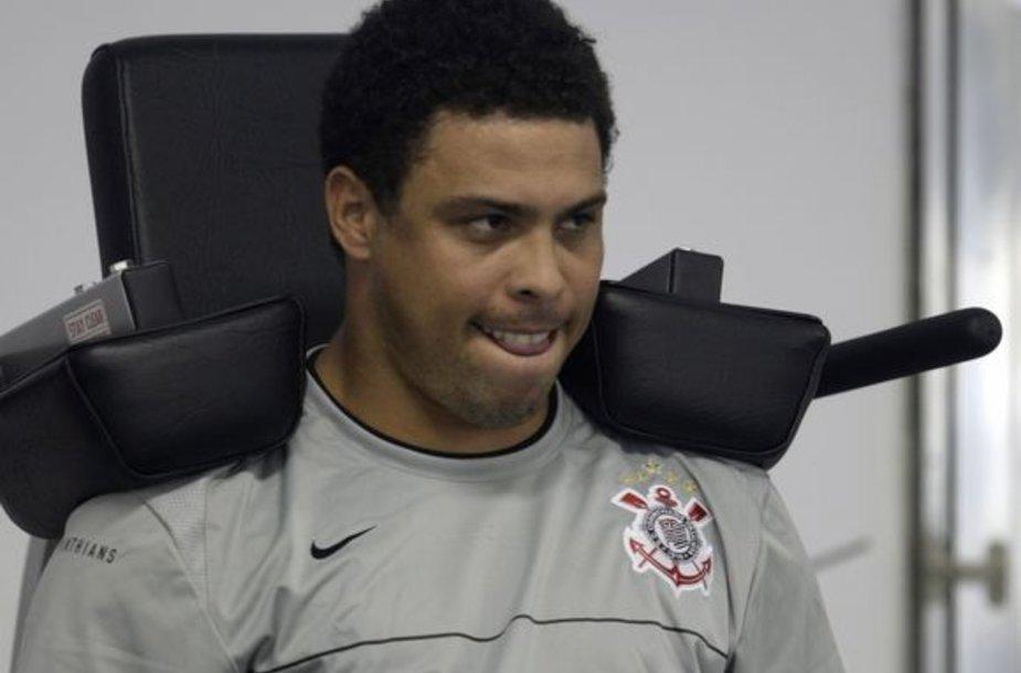 Ronaldo lieja prakaitą treniruoklių salėje