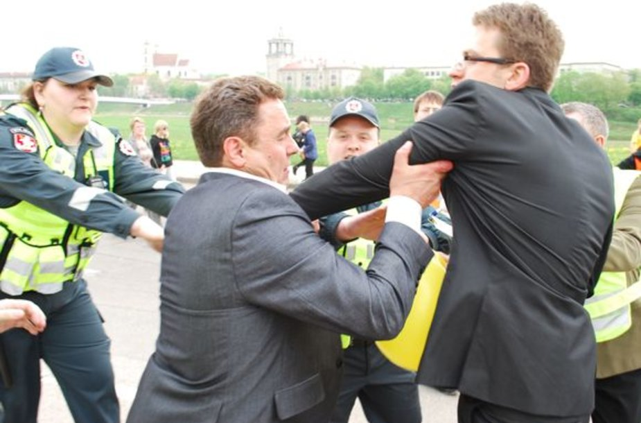 Seimo nario Petro Gražulio susirėmimas su policijos pareigūnais