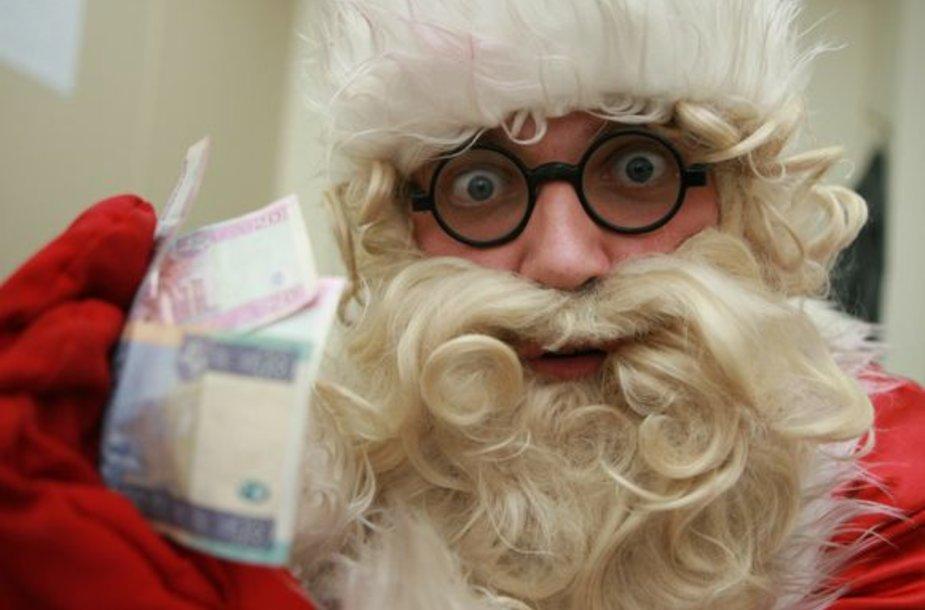 """Kalėdos seneliu prisistatantis vyras turės mokėti """"Sodrai""""."""
