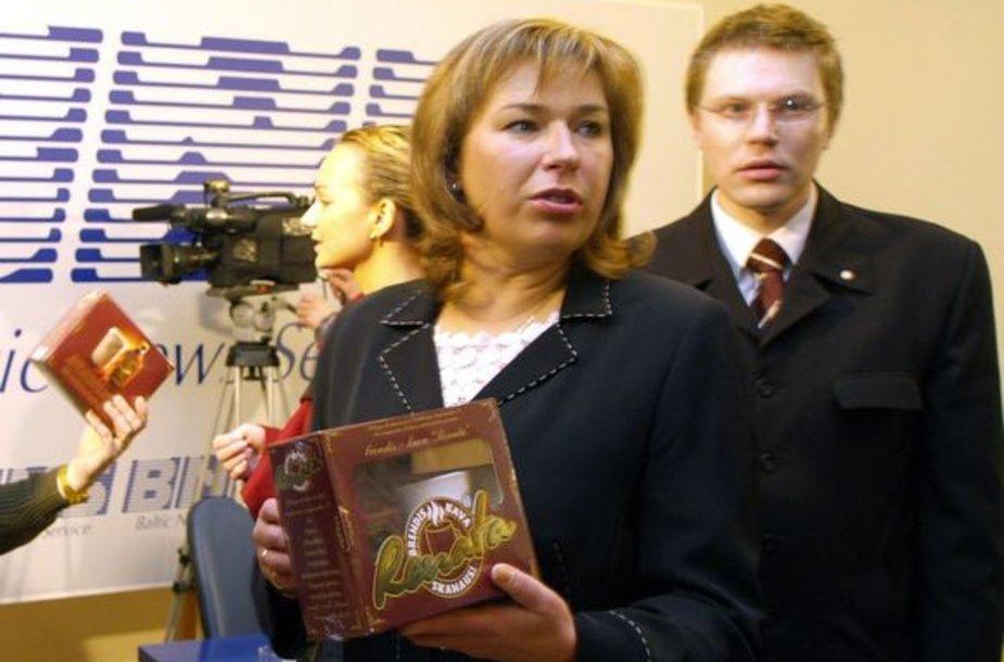 """Nesusitarė: R.Smailytė visomis išgalėmis reklamavo """"Renatos"""" brendį, o dabar siekia uždrausti šio prekės ženklo naudojimą."""