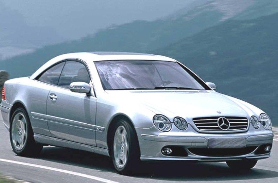 """Vilnietės nusikaltimo įrankiu tapo toks kaip šis kupė """"Mercedes-Benz CL 600""""."""