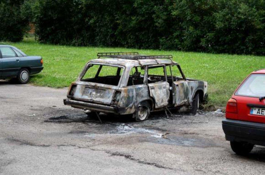 Iš sudegintos mašinos nieko nebeliko.