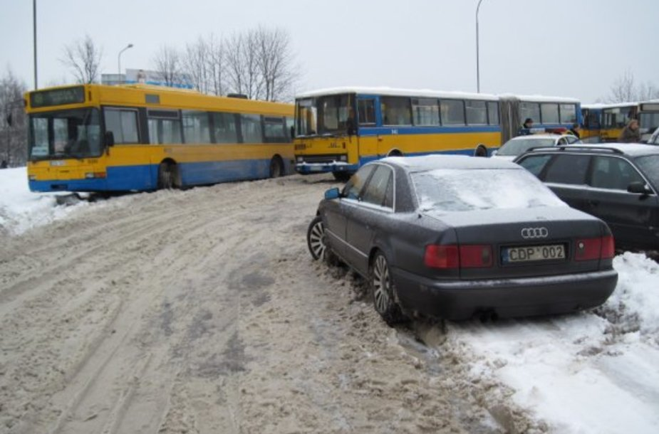 Nutempti pažeidėjų automobiliai