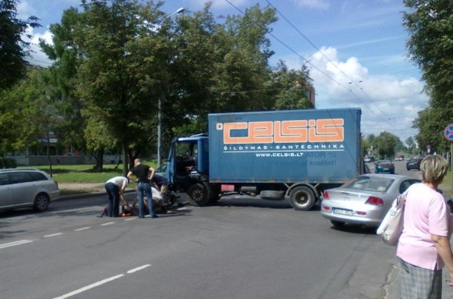 Penktadienio avarija Kalvarijų ir J.Treinio gatvių sankryžoje