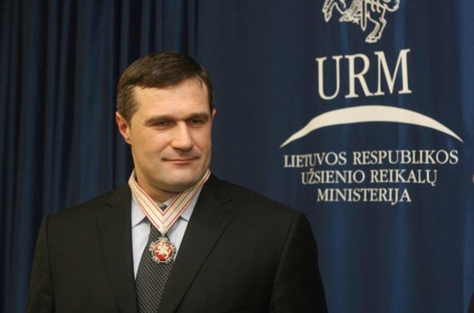 Virgilijų Alekną apdovanojo Užsienio reikalų ministras Vygaudas Ušackas