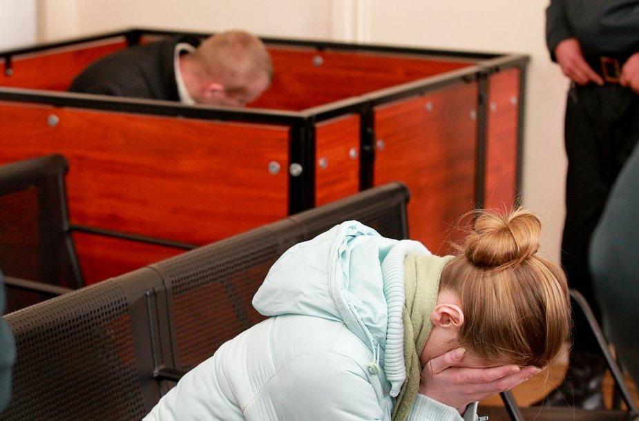 Paskelbtas naujas nuosprendis skandalingoje byloje dėl grupinio sekso su mažamete.