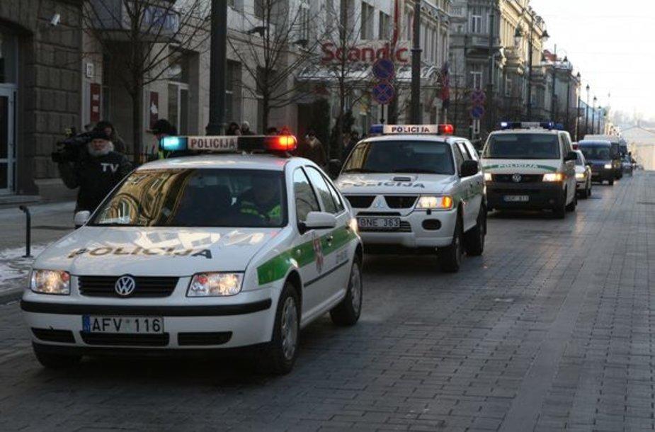 Policininkai prižiūrėjo mitinguotojus.