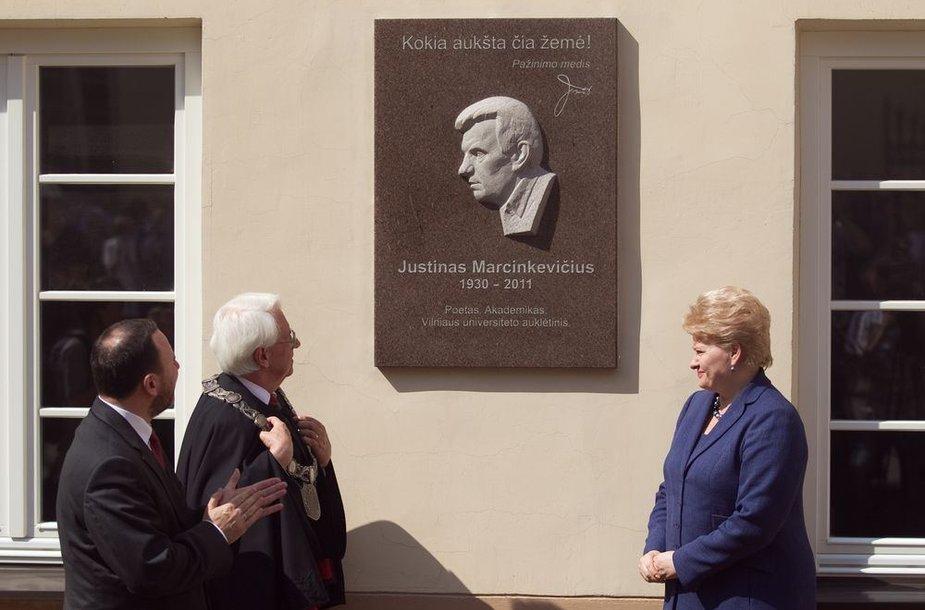 M.K.Sarbievijaus kiemelyje atidengta atminimo lenta Justinui Marcinkevičiui.