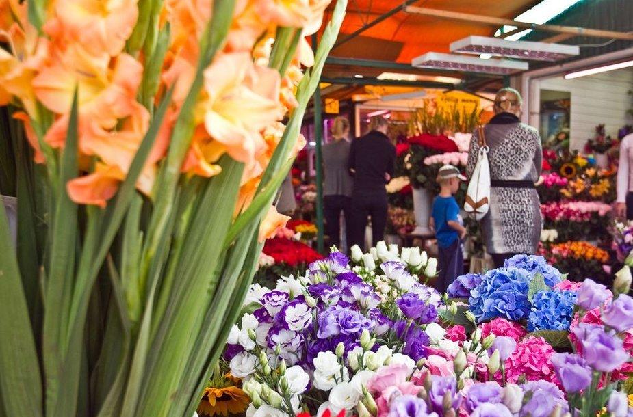 Rugsėjo 3-sios išvakarės S.Konarskio gėlių turgelyje.