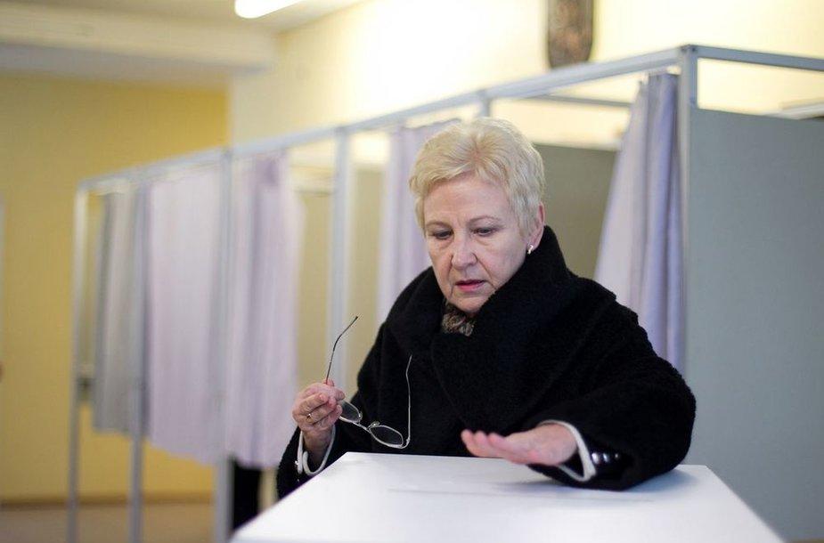 Seimo pirmininkė Irena Degutienė atidavė savo balsą.