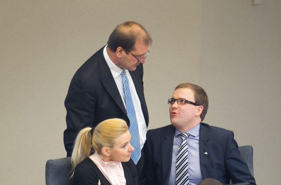 """Seimas sprendžia dėl trijų """"darbiečių"""" teisinės neliečiamybės naikinimo teisinės neliečiamybės naikinimo"""