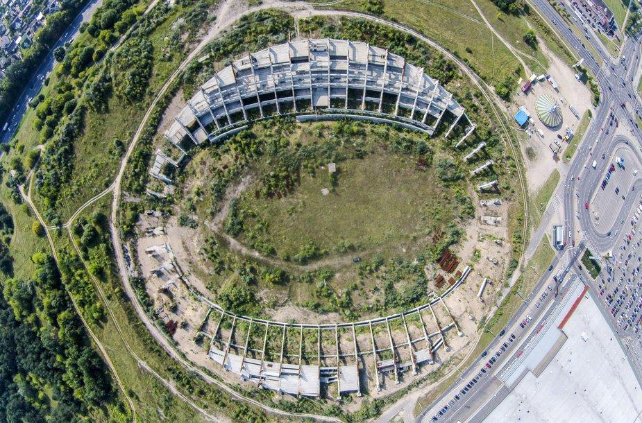 Drono žvilgsnis į žemę 90 laipsnių kampu