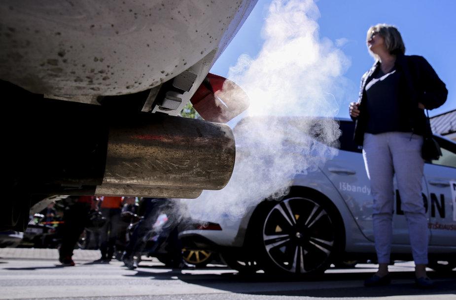 """""""Press ralis"""" Kretingoje: automobiliai, greitis ir dalyvių emocijos"""