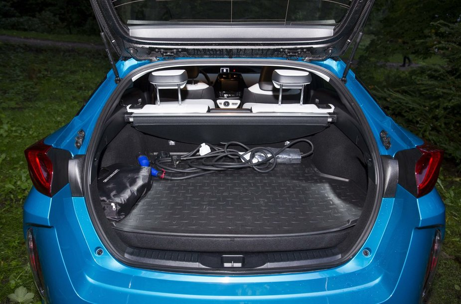 """Naujojo """"Toyota Prius Plug in Hybrid"""" pristatymo vakarėlis"""