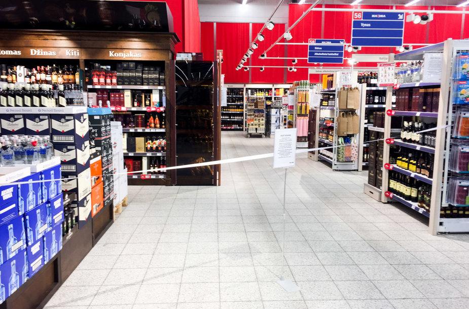 Pirmasis sekmadienis, kai alkoholis parduodamas iki 15 val.