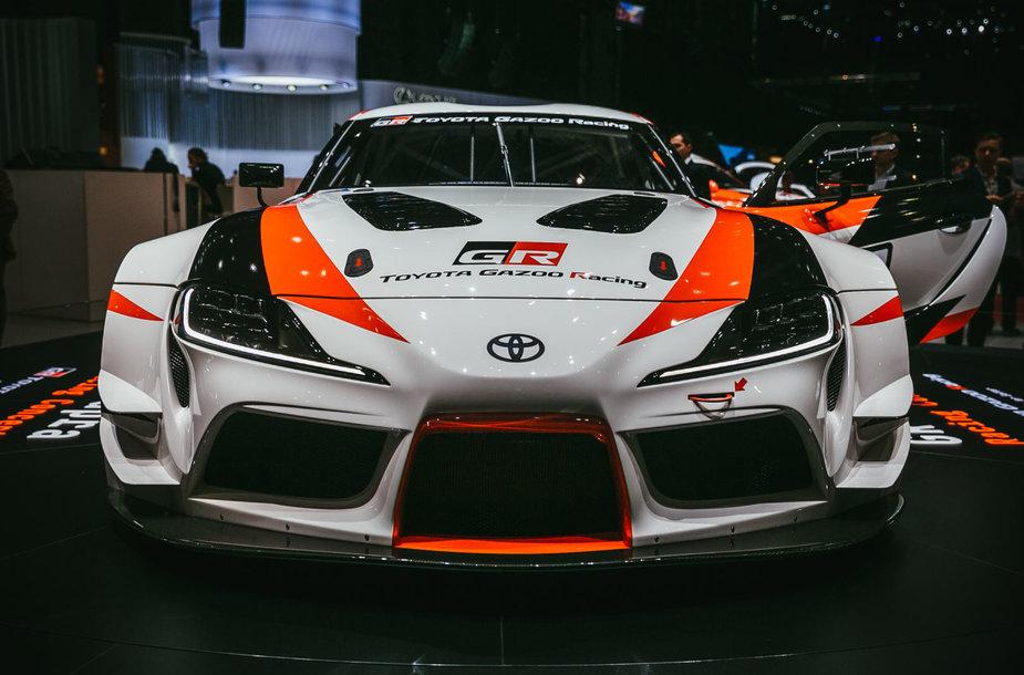 """""""Toyota"""" parodė kaip atrodo naujoji """"Supra"""", kurią sukūrė kartu su BMW"""
