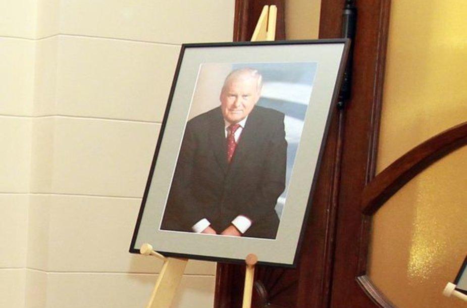 Atsisveikinimas su B.Lubiu Mokslų akademijos didžiojoje salėje.