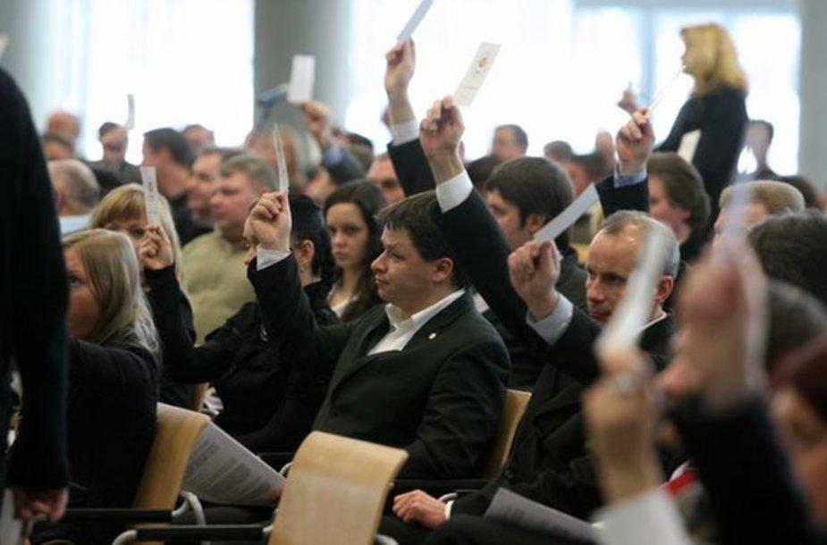 Tautos prisikėlimo partijos nariai balsavo