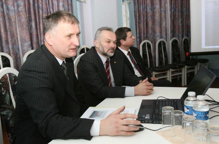 Anot R.Bako (kairėje), su KTE atstovais intensyvus dialogas vyksta pastaruosius tris mėnesius.