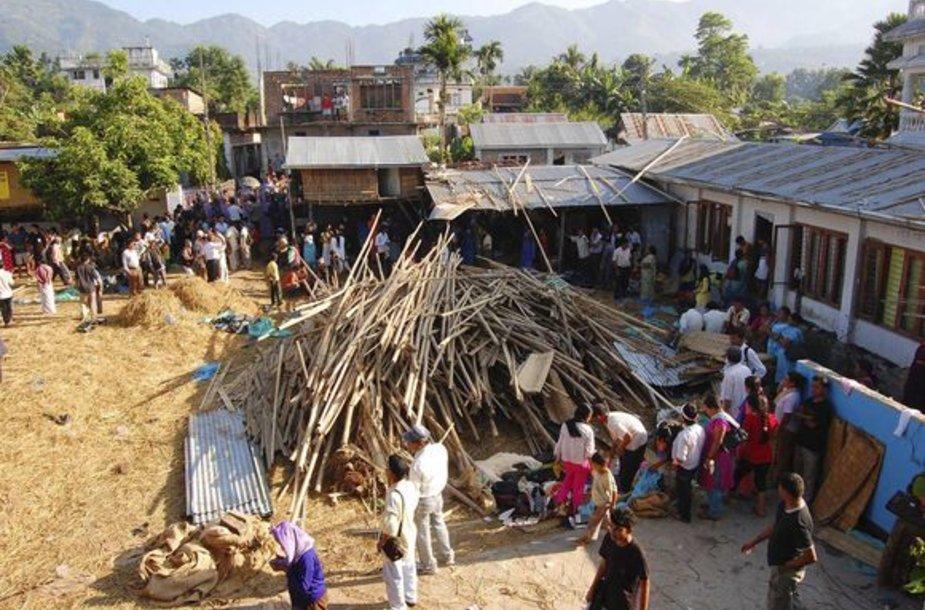Nepale sugriuvo Bažnyčios pastatas