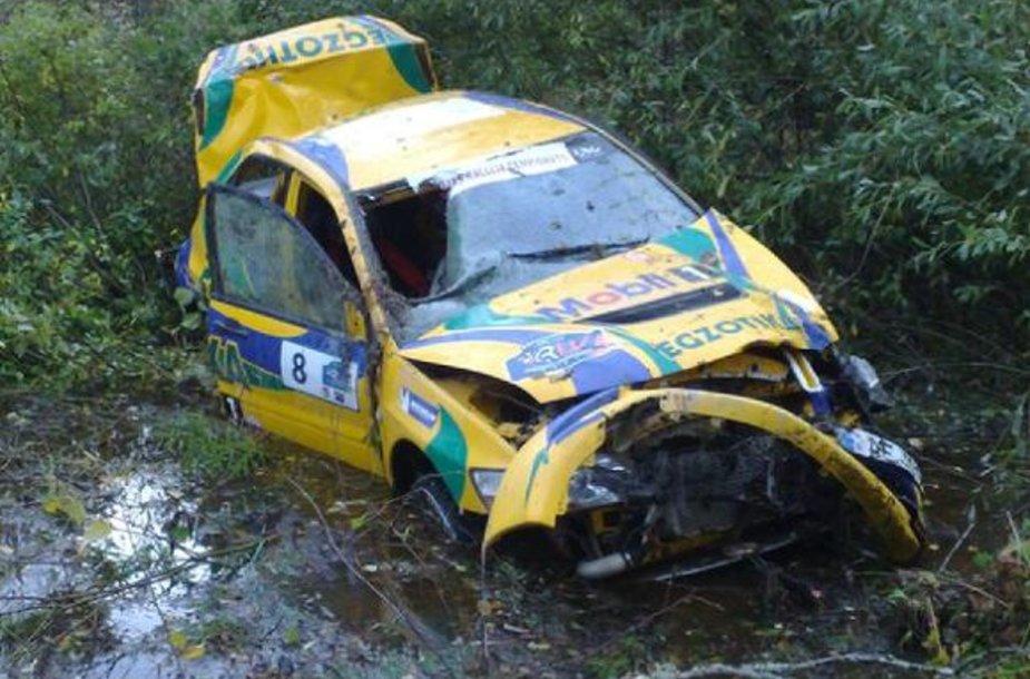 Taip atrodė automobilis po avarijos.