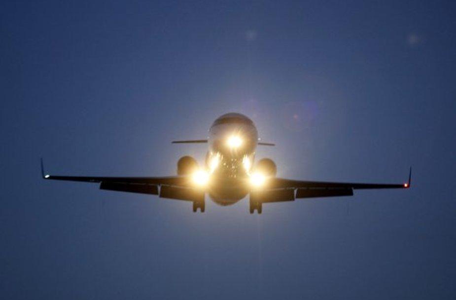 Dar vienas lėktuvas leidosi avariniu būdu