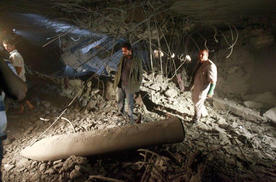 Libijos vyriausybės atstovai teigia, kad per NATO antskrydį žuvo Muamaro Kadhafi sūnus bei trys jo vaikiačiai.