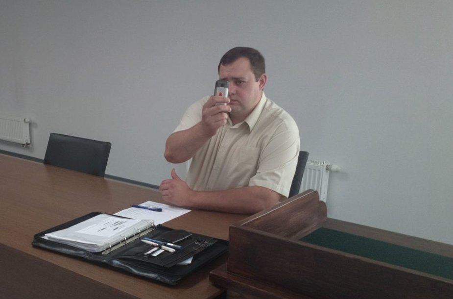 15min.lt žurnalistą P.Klimavičius teisme nufotografo greičiau nei pats buvo nufotografuotas.
