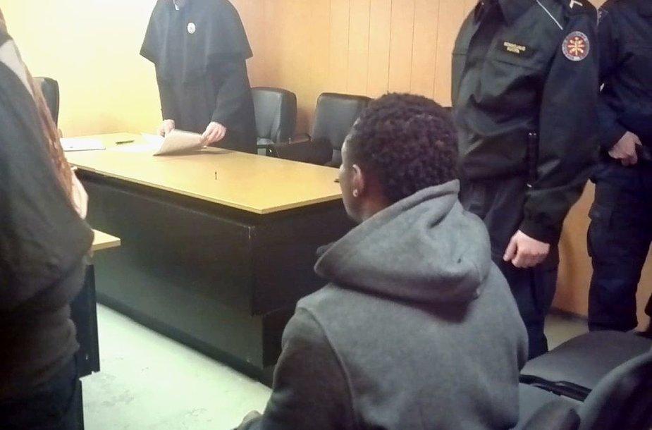 Vilniuje teisiamas nigerietis E.Ezikeris maldavo nebelaikyti jo suimto.