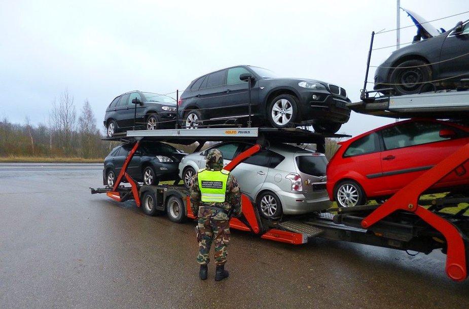 Sulaikytas automobilvežis su BMW X5 visureigiu.