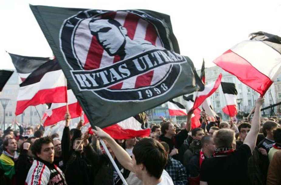 """""""Rytas Ultras"""" grupuotei priklausantys aršiausi """"Lietuvos ryto"""" sirgaliai nesutinka su klubo vadovybės jiems mestais kaltinimais."""