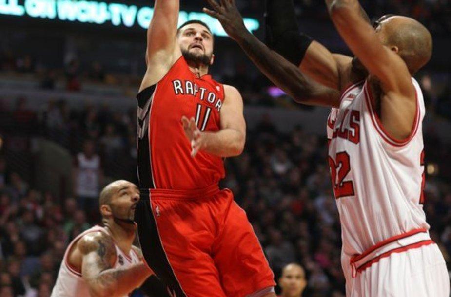 """Linas Kleiza į """"Bulls"""" krepšį įmetė 8 taškus."""