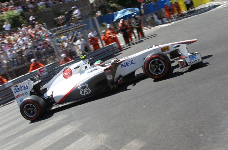 Sergio Perezas patyrė šiurpią avariją.