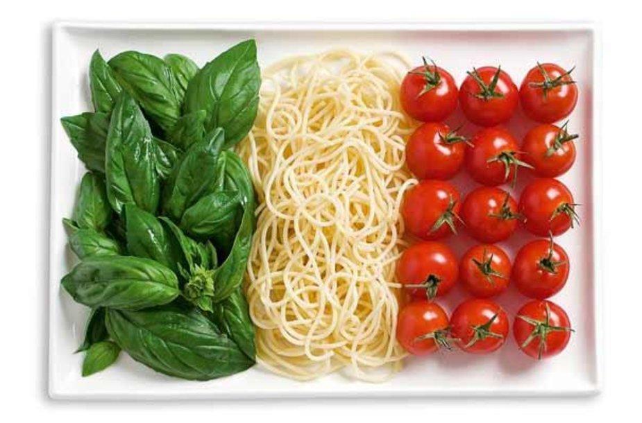 Italijos vėliava iš maisto produktų.