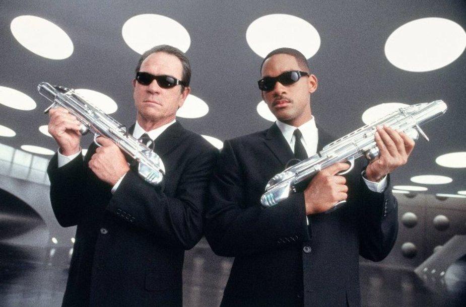 Tommy Lee Jonesas (kairėje) ir Willas Smithas